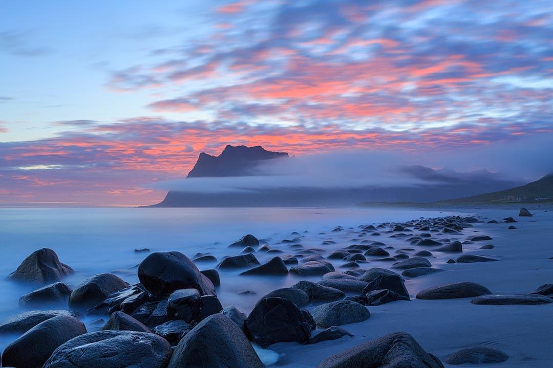 sunrise_on_uttakleiv.jpg
