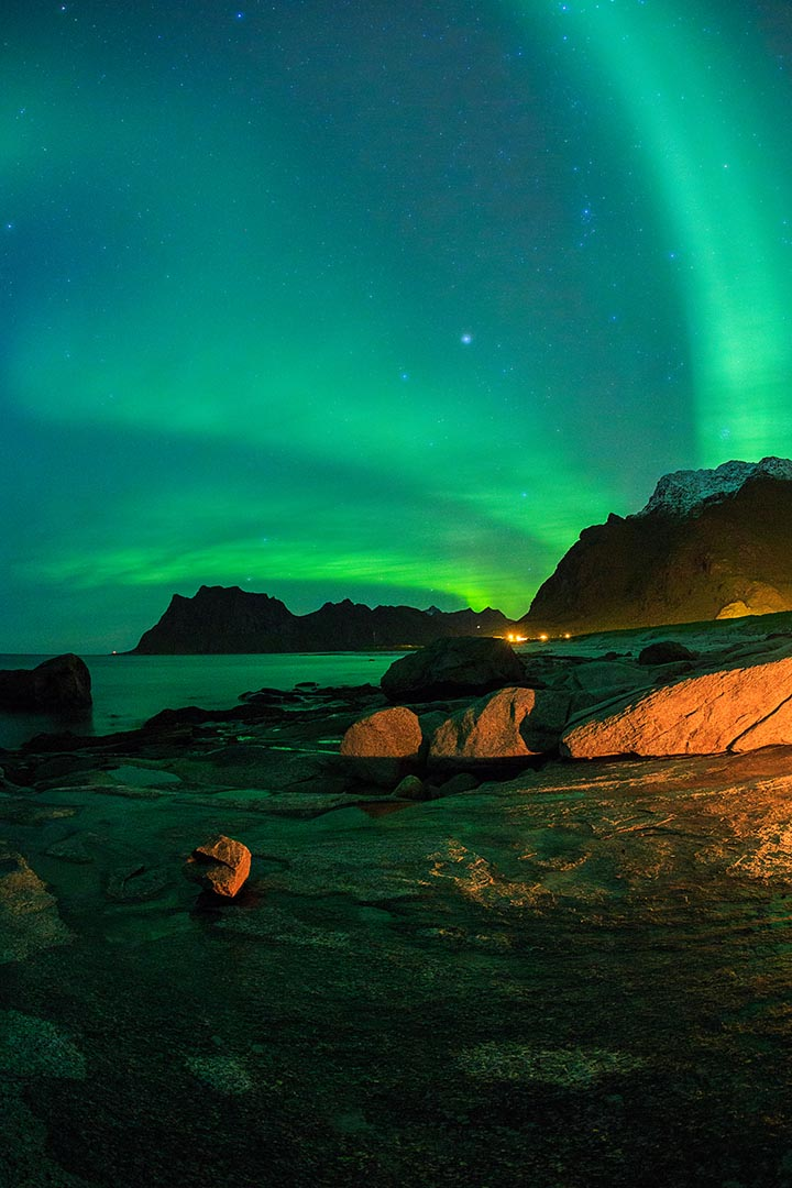 Aurora at the Uttakliv beach