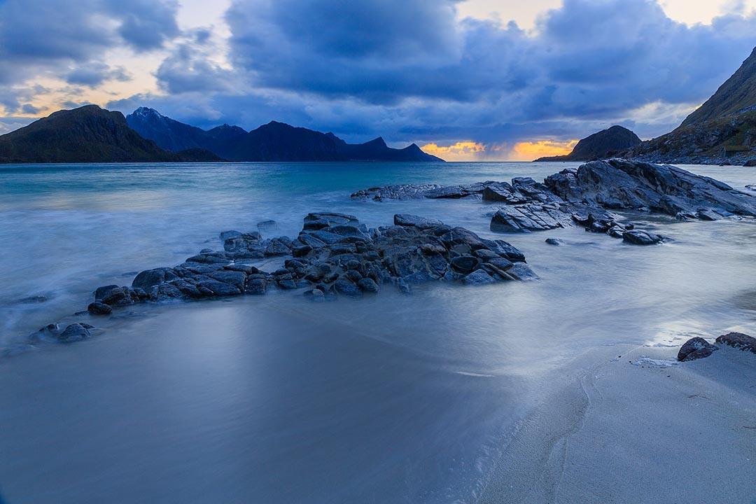 Роскошные пейзажи Норвегии - Страница 6 Lofoten-Haukland-night-blue