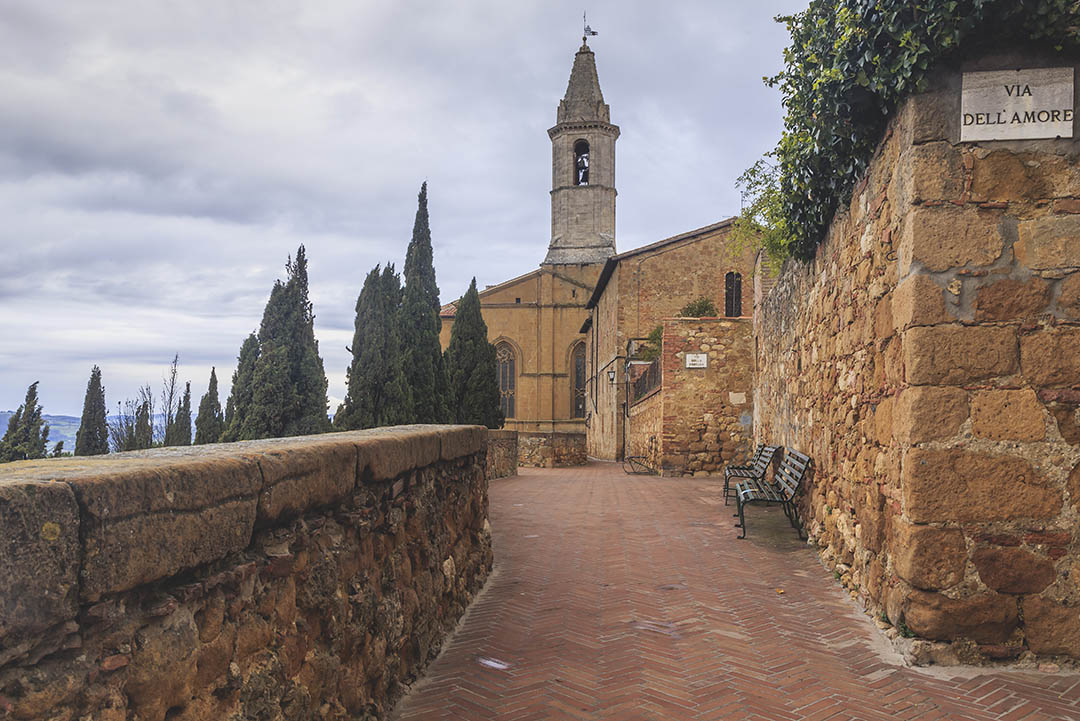 Pienza. Walking along the fortress wall